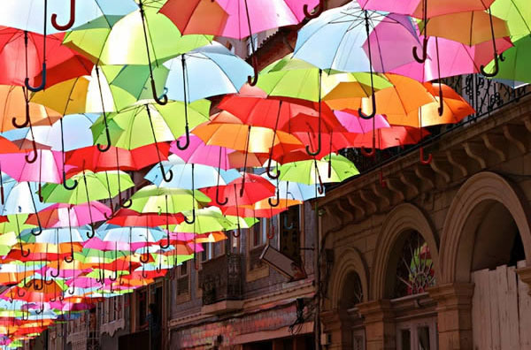 葡萄牙,阿格达(águeda) 漂浮雨伞街